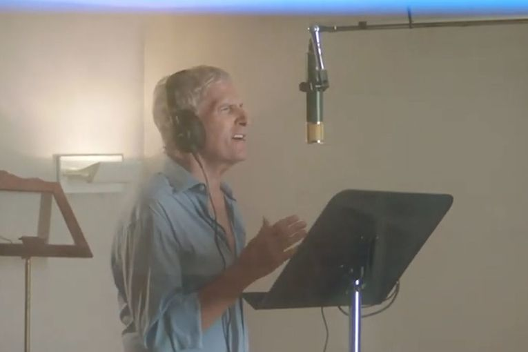 Panera fan Michael Bolton gives a 'cheesy' twist to 'When a Man Loves a Woman'