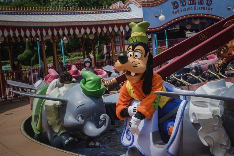Disney to cut 28,000 U.S. resort workers amid deep slump