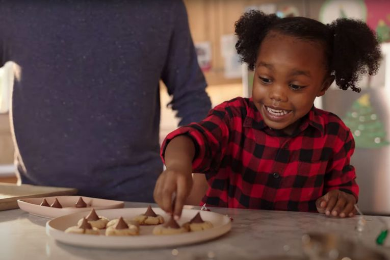 Watch the newest commercials on TV from Greenies, Hershey's, Oculus and more