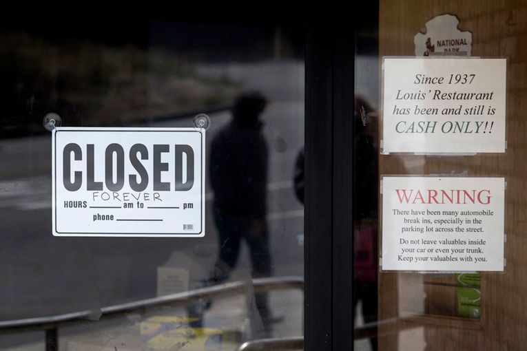 Restaurant closings top 110,000 with industry in 'free fall'