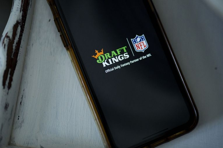 DraftKings to air first Super Bowl commercial