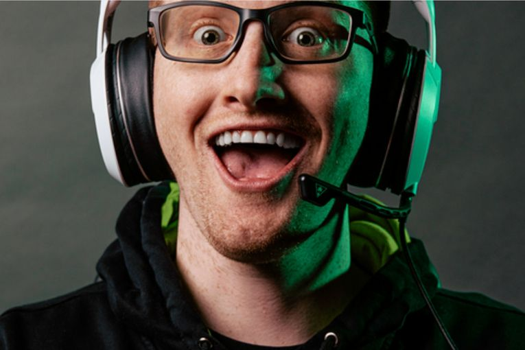 Oakley signs its first professional esports player to roster of athletes