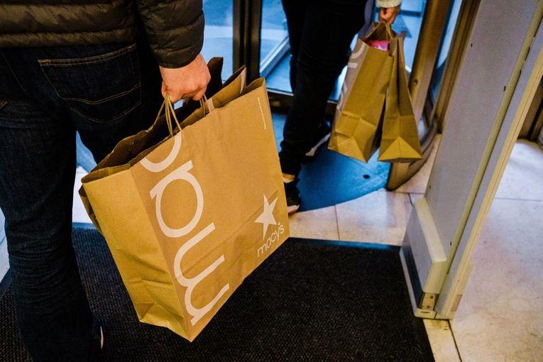 Rebound in U.S. economy gathers steam with surge in retail sales