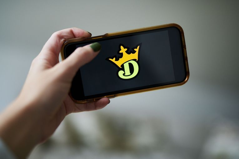 DraftKings bets big on social with hire of VaynerMedia