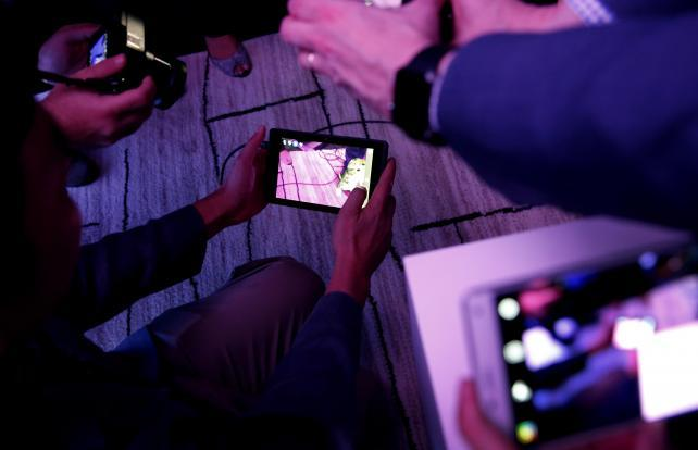 Lenovo Unveils First Smartphone With Google's Tango Augmented Reality