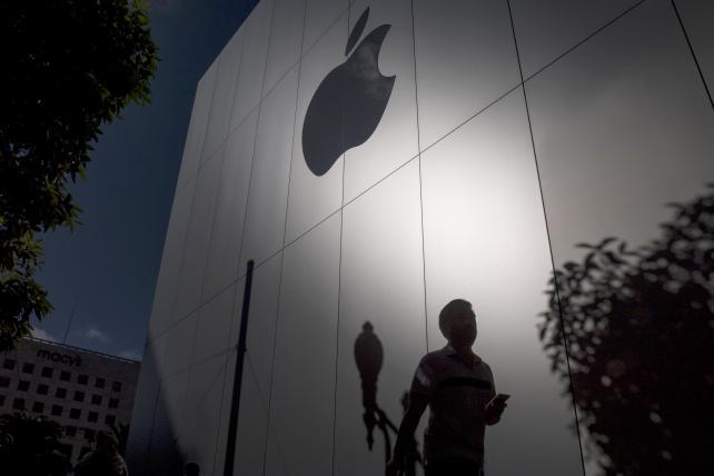 Apple races to get studios signed up for new streaming service