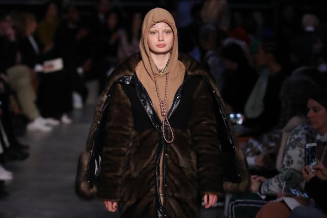 Burberry apologizes for a fashion statement that resembled a noose: Wednesday Wake-Up Call