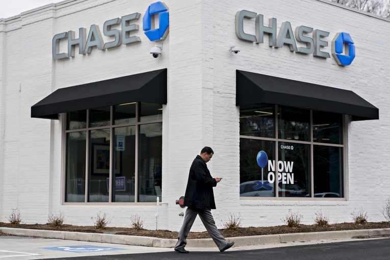 Chase's tweet goes viral (in a bad way). Plus, Google ad sales disappoint: Tuesday Wake-Up Call