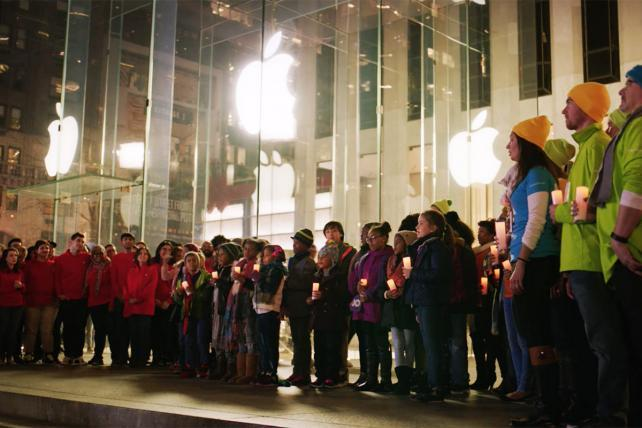 Microsoft Ad Calls for Truce With Apple, if Only for the Holidays