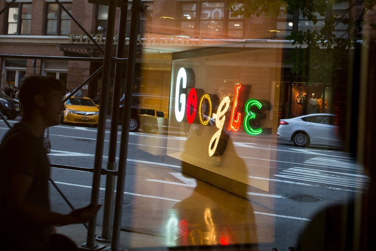 Google limits political ad targeting