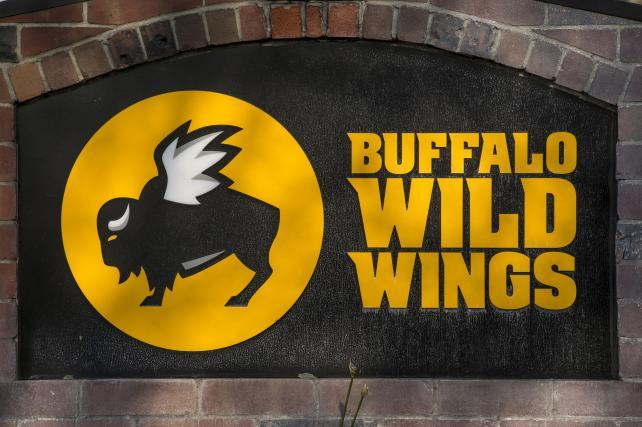 Super Bowl's Annual Buffalo-Wing Binge Eased by Lower Prices