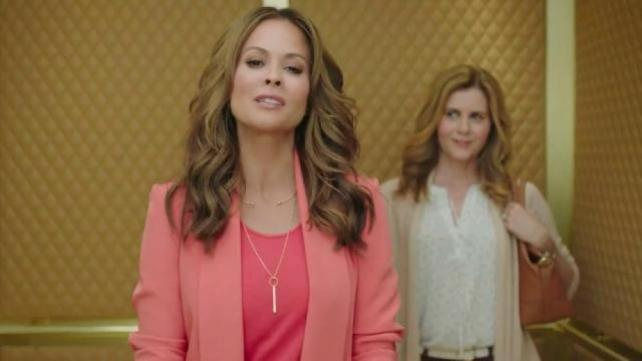 Brooke Burke-Charvet 'D'Lites' a Fan in New Skechers Spot