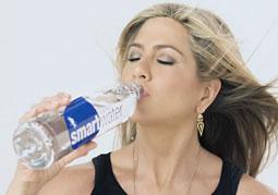 Smartwater: Jen Aniston Goes Viral