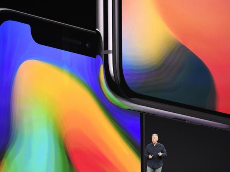 Apple to expand iPhone X design with new colors, big screens